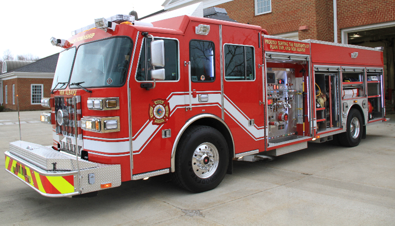 2010 Sutphen Monarch engine with rescue body, 20kw hydraulic generator and 9000 W command light tower.